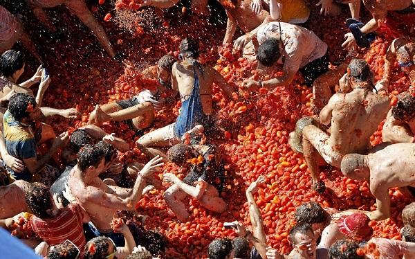 SPAIN TOMATINA FESTIVAL