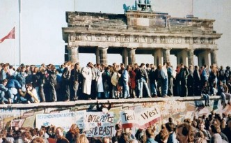 Thefalloftheberlinwall1989